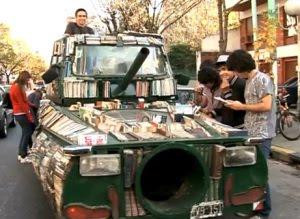 Κινητές βιβλιοθήκες Tank bookmobile