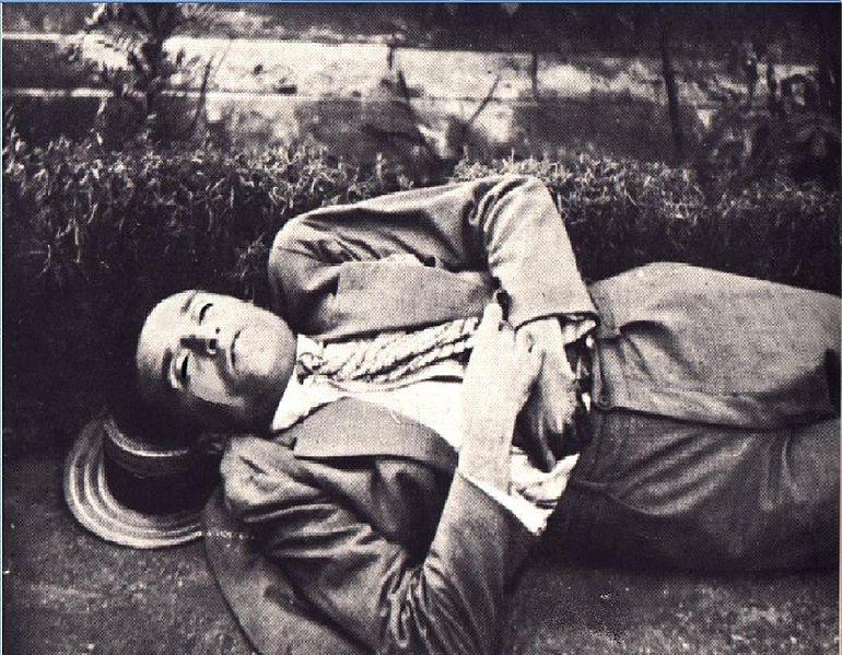 Συγγραφείς που αυτοκτόνησαν Ο_Κώστας_Καρυωτάκης_νεκρός_στο_Βαθύ_Πρέβεζας_(1928)